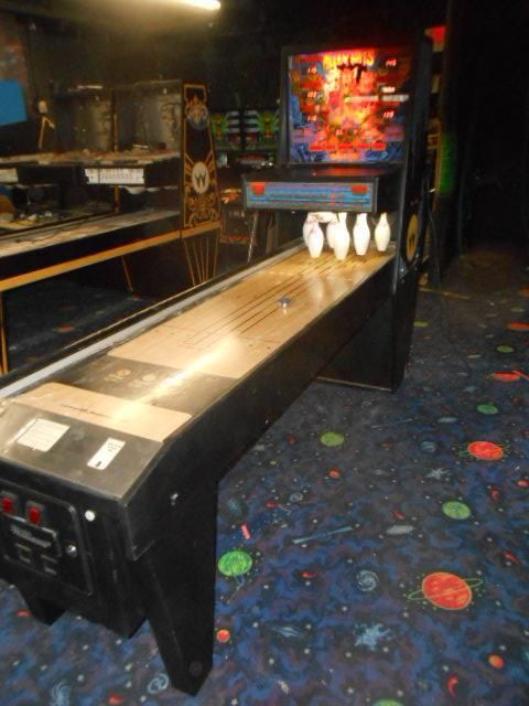 alley cats shuffle board bowling game